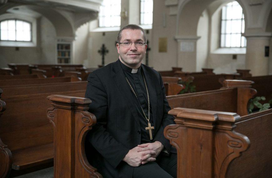 Turinio kūrimo platformos ir socialiniai tinklai toliau riboja religijos laisvę